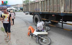Xe tải rẽ đột ngột khiến một phụ nữ tử vong