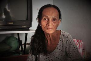 Vợ chồng Việt - Pháp ở trọ để bán vé số khắp Sài Gòn để mưu sinh