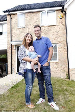 Sau 6 lần sảy thai, cặp vợ chồng bán nhà 7 tỷ để có con