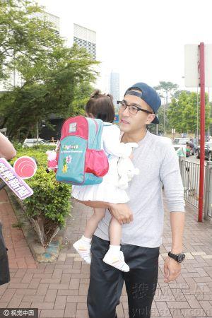Lưu Khải Uy lần đầu công khai diện mạo của con gái