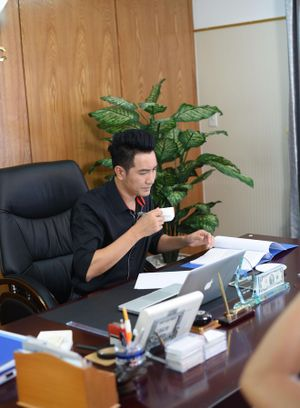 Ngoại hình trẻ trung ở tuổi 39 của Nguyễn Phi Hùng