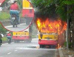 Hà Nội: Xe buýt bốc cháy dữ dội trên đường Lạc Long Quân