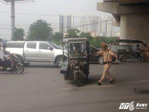 Bị CSGT Hà Nội truy quét, tài xế 'kéo lê máy chém' định bỏ trốn, 'cầu cứu' người thân
