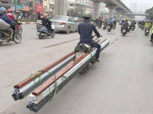 Hà Nội: Khiếp vía nhìn 'hung thần' tung hoành ngang dọc trên phố