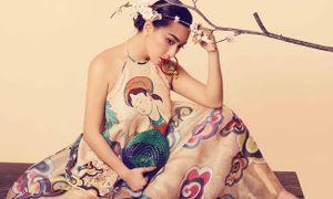 'Biểu tượng quyến rũ' Y Phụng đẹp hút hồn với áo yếm