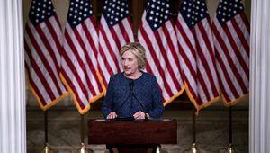 Một ngày trước tranh luận, bà Clinton dẫn trước tỷ phú Trump 2%