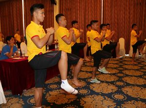 Chuyên gia Nhật dạy tuyển thủ Việt Nam tránh 'kẻ thù số 1' của bóng đá