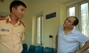 Thanh Hóa: Tự xưng là Phóng viên tông thẳng vào cổng UBND tỉnh