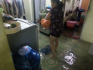 Người Sài Gòn như muốn khóc trong cơn mưa lịch sử