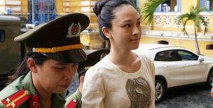 Mẹ ruột hoa hậu Phương Nga: 'Mẹ ơi, con bị lừa, con bị cài bẫy'