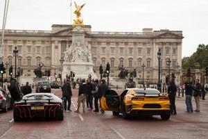 Siêu xe rượt đuổi 'náo loạn' cung điện để quay 'Transformers'