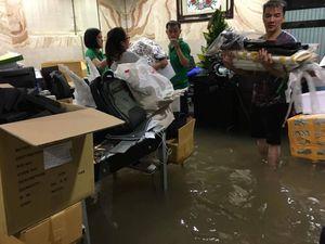 Mưa cực lớn ở Sài Gòn, tòa nhà Bitexco bị dột