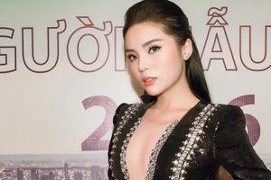 Hoa hậu Kỳ Duyên táo bạo diện váy xẻ ngực sâu