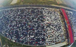 Cảnh tượng kẹt xe kinh hoàng ở Trung Quốc