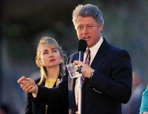Ảnh bà Hillary trẻ trung bên chồng trong chiến dịch tranh cử 1992
