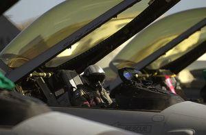 """Gặp Su-35, tiêm kích F-16 danh tiếng phải """"chạy mất dép"""""""