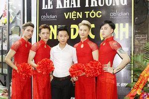 Dân mạng phát cuồng hot boy cắt tóc mặc áo dài đỏ
