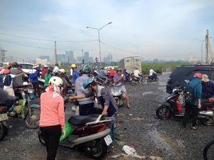 TP.HCM: Người dân khổ cực sau cơn mưa lớn 'lịch sử'