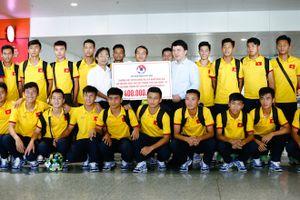VFF thưởng U16 Việt Nam 400 triệu ngay tại sân bay Nội Bài