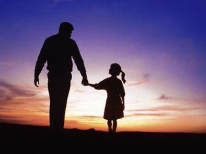 Chiếc băng đô hoa hồng và nỗi sợ hãi của người cha
