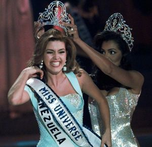 Cựu Hoa hậu Hoàn vũ tố cáo ông Trump