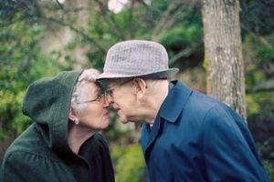Những bức ảnh chứng minh con người có thể già, nhưng tình yêu không bao giờ cũ