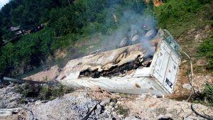 Quảng Bình: Xe container lao xuống vực bốc cháy, tài xế tử vong