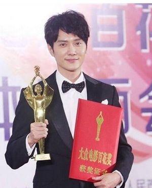 Những sao hạng A Hoa ngữ bị 'ném đá' khi nhận giải lớn