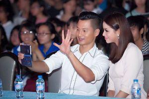 Đức Tuấn rủ Hoa hậu Phạm Hương hát cùng ca khúc tủ