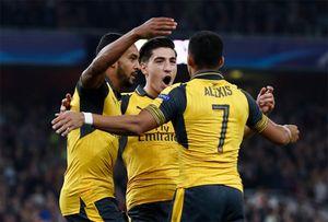 Arsenal thắng dễ khi Walcott lập cú đúp đầu tiên sau chín năm