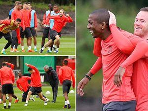 Lại bị Mourinho bỏ rơi, Rooney vẫn tươi cười