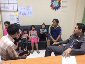 Sự thật bất ngờ sau bức ảnh tố cáo 2 tên trộm nhí người Thái Lan