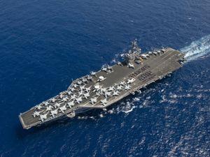 20 hình ảnh ấn tượng trên boong tàu sân bay Mỹ