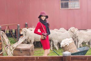 Top 4 Next Top nhẹ nhàng hóa thân thành chàng trai, cô gái chăn cừu nước Úc