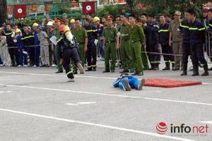 'Hot girl' trổ tài cứu hỏa cùng lực lượng phòng cháy chữa cháy