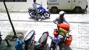 Nhân viên 'khóc thét' vì bị trộm mất bình gas khi đang giao hàng