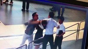 Nữ nhân viên Vietnam Airlines bị đánh: Hà Nội yêu cầu công khai xin lỗi