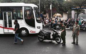 Thanh niên bị chém gần lìa tay khi đang chạy xe ở Sài Gòn