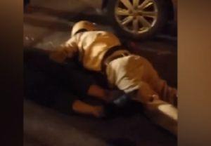 Hai cảnh sát ngã bất tỉnh khi đuổi người vi phạm giao thông