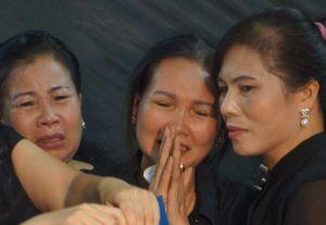 Người dân quê nhà đẫm nước mắt đón phi công Nguyễn Văn Tùng