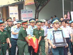 Tiễn đưa phi công trẻ trong vụ máy bay trực thăng rơi về quê Hà Nam an nghỉ