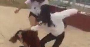 Clip: Phản cảm nhóm học sinh cấp 2 hò hét, đánh bạn nữ dã man