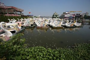 Hà Nội tạm dừng hoạt động bến thủy hồ Tây