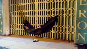 Những giấc ngủ trên vỉa hè Sài Gòn