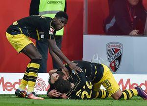 Liên tục bị dẫn, Dortmund hòa 3-3 nhờ tài năng trẻ 18 tuổi