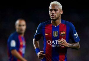 Messi phát điên khi Neymar bị CĐV Valencia tấn công bằng chai nước