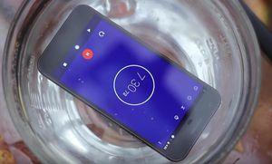 Google Pixel vẫn sống dù 'bơi' trong nước cả tiếng
