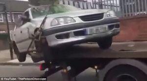 Tài xế nhận cái kết 'đắng' sau khi cố tình rồ ga trốn thoát khi bị cẩu xe