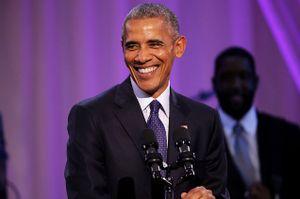 Tổng thống Obama mở phanh nút áo, nhảy theo 'Hotline Bling'