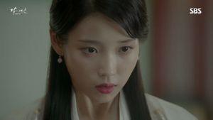 'Tứ gia' Lee Jun Ki ngọt ngào bên IU sau khi lên ngôi vua